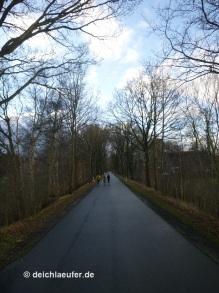 Acht Kilometer geradeaus