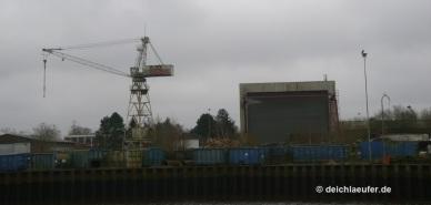 ... bis zur ehemaligen, 1995 insolvent gegangenen Brand-Werft ...