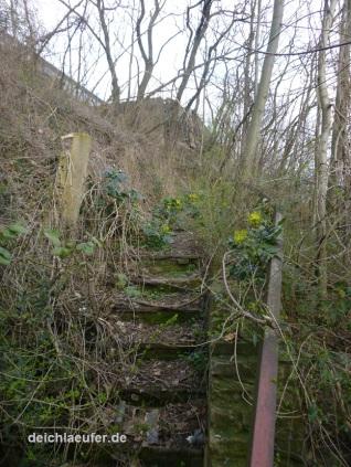 Verfallene Treppen ins Nirgendwo, ...